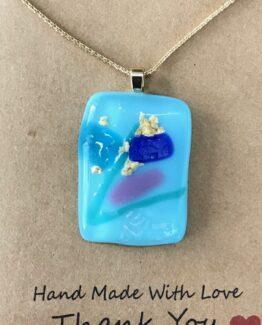 glas-sieraden-hanger-lichtblauw