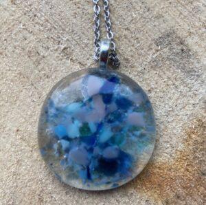 glas hanger stukjes blauw